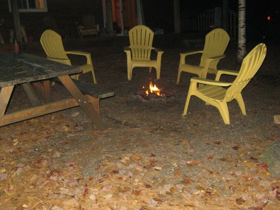 Combermere, Canadá: Fire pit outside of cottage
