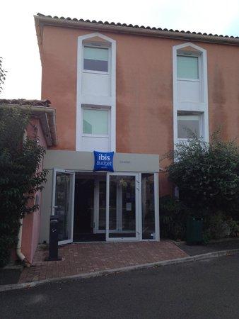 IBIS BUDGET CAVAILLON : Entrée de l'hôtel