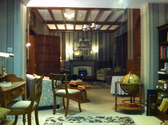 Sea Marge Hotel: Lounge area