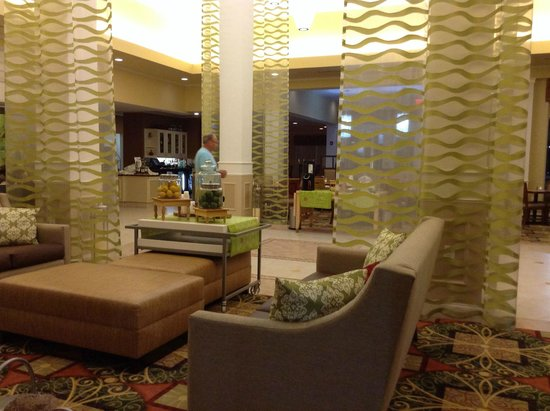 Hilton Garden Inn Myrtle Beach/Coastal Grand Mall: Beautiful Lobby
