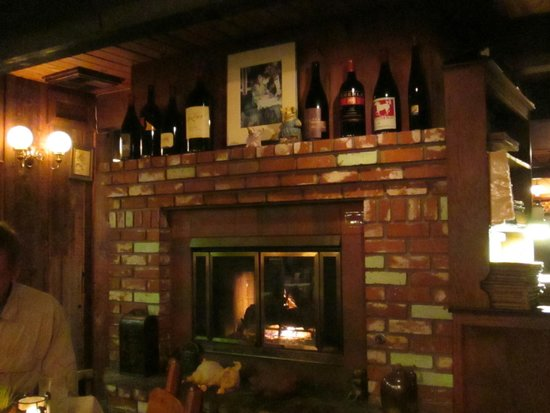 The Sow's Ear Cafe: Dining room hearth