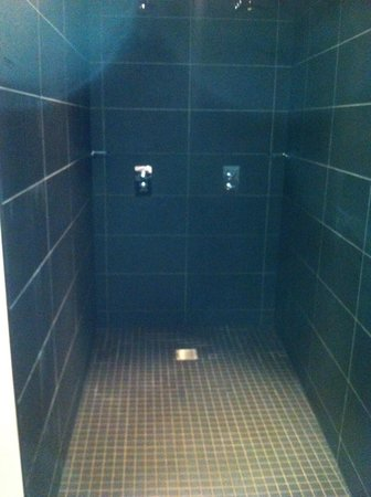 Malmaison Aberdeen : His and Hers, shower for giants