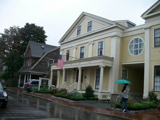 Mary Prentiss Inn: Inn desde afuera