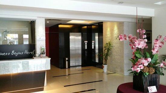 Hotel JSL: Hotel Lift