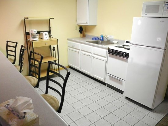 Wilton, ME: 2nd floor Suite - Fully equipped kitchen!