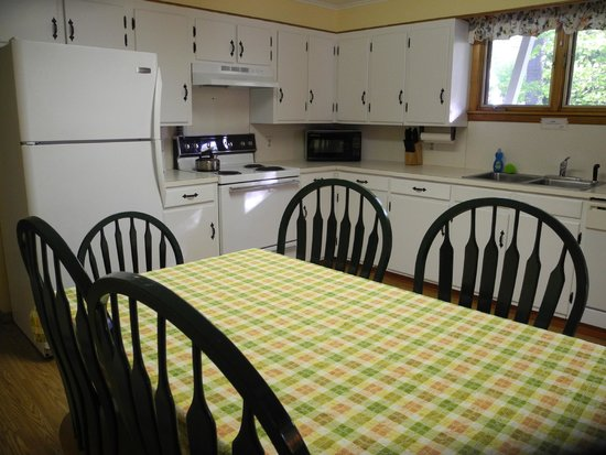 Wilton, ME: Suite - 1st floor - Fully equipped eat in kitchen.