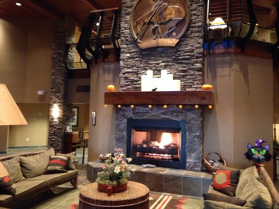 The Lodge at Feather Falls Casino : Love the lobby!