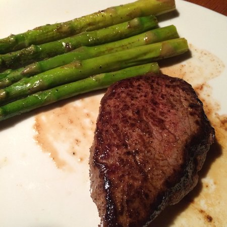 Outback Steakhouse: Great steak and asparagus!