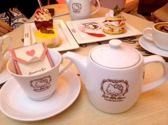 Hello Kitty House: adriennehoxy.com  Bangkok Sanrio Hello Kitty House Travel Blog