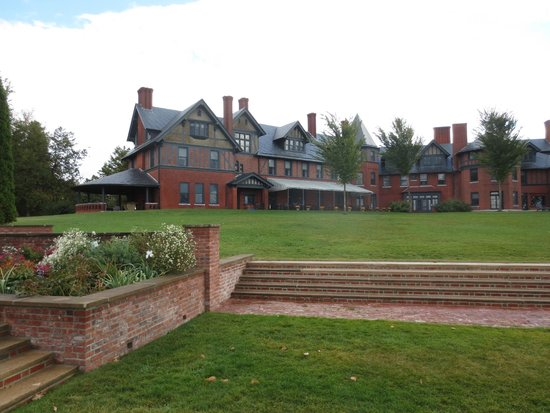 The Inn at Shelburne Farms Restaurant: View of the Inn from the front lawn