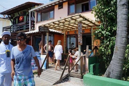 Pousada Agua Viva: Fachada da pousada Água Viva, na terceira praia