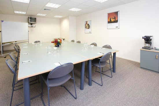 Quest on Johnston: Conference Room