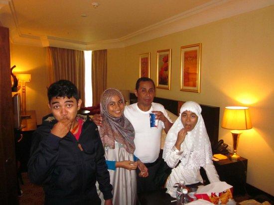Pullman ZamZam Makkah : Bersantap di kamar