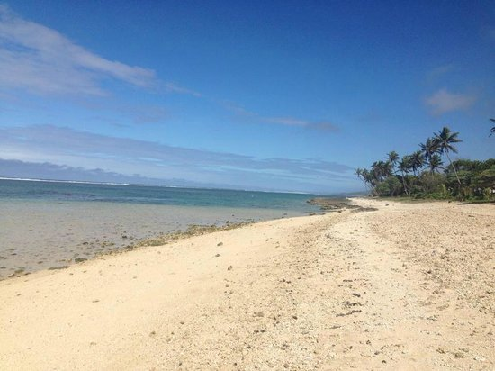 Tambua Sands: Looking down the coral coast