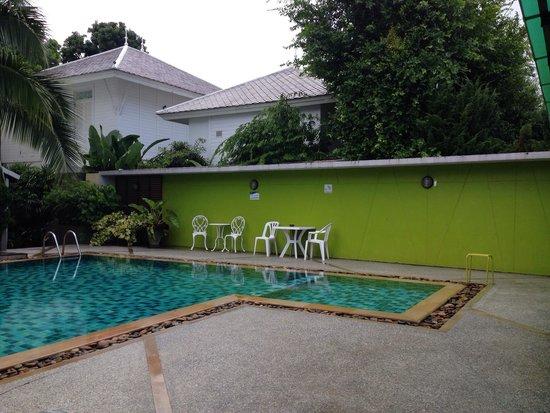 Sakorn Residence & Hotel: Swimming pool