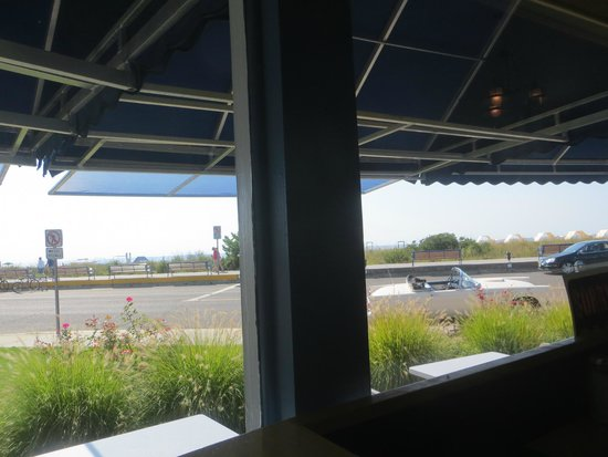 Uncle Bill's Pancake House: breakfast with a view