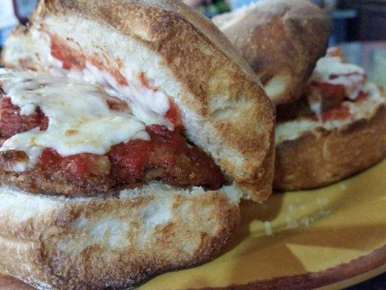 Solorzanos Pizzeria: Eggplant Parmesan Sub
