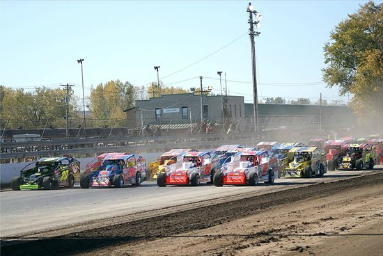 Super 8 Syracuse East: Super Dirt Week is what this hotel is good for staying at
