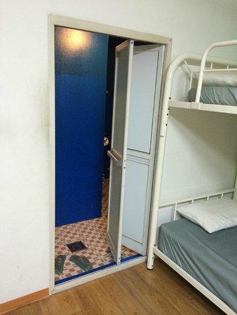 Blu GuestHouse 1: bathroom