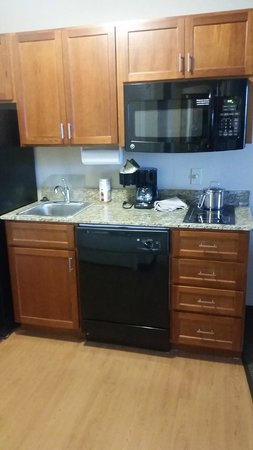 Candlewood Suites Elmira Horseheads: Kitchenette