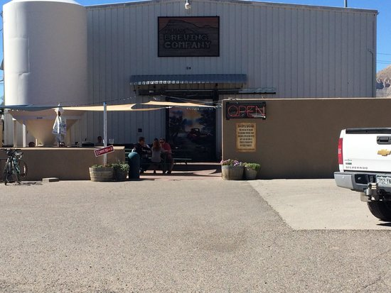 Palisade Brewery: The entrance and outdoor patio