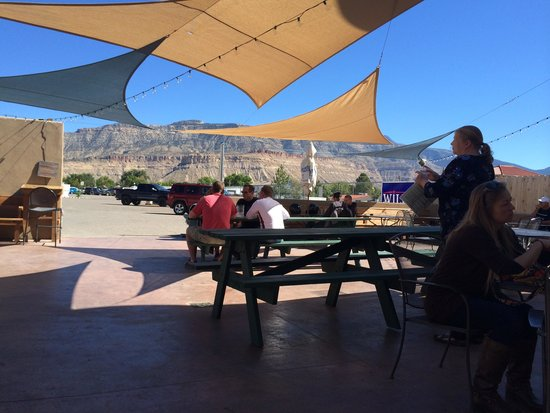 Palisade Brewery: The patio