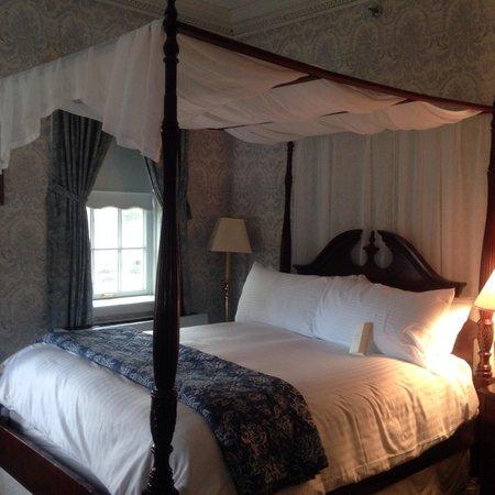 Simsbury 1820 House : Room