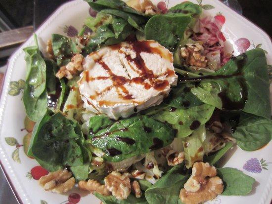 El Jardin de las Tapas: Salad with goat cheese, walnuts and honey balsamic vinaigrette