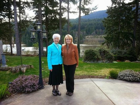 Bistro at Westwood Lake: Outdoor Patio in April