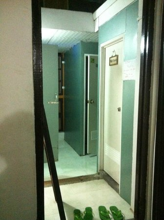 Agga Guest House: ห้องน้ำรวม