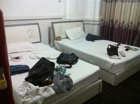 Agga Guest House: ห้องนอน พื้นไม้