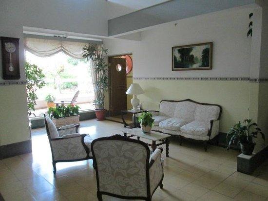 Select Hotel Piriapolis: Sala de estar con vista a la calle