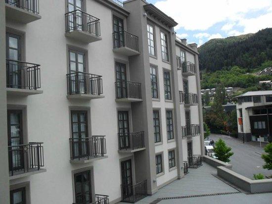Sofitel Queenstown Hotel & Spa: Outside