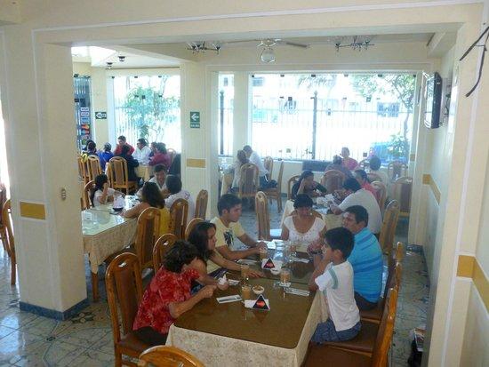 La Perla de las Flores Restaurant: Salón