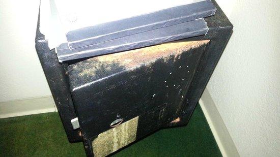 Hawaiian Monarch Hotel: Useless rusty lock box