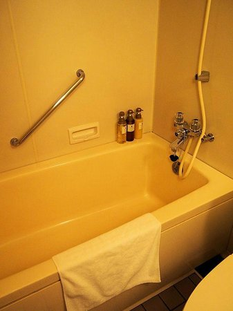 Hotel WBF Sapporo chuo: バスタブ