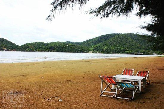 Laem Sing, Thailand: ที่นั่งริมชายหาดแหลมสิงห์