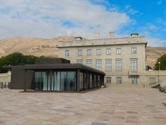 Maryhill Museum of Art: View from park area on the grounds.