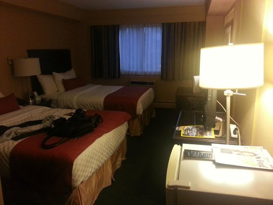 BEST WESTERN  Dorchester Hotel: main room with 2 double beds