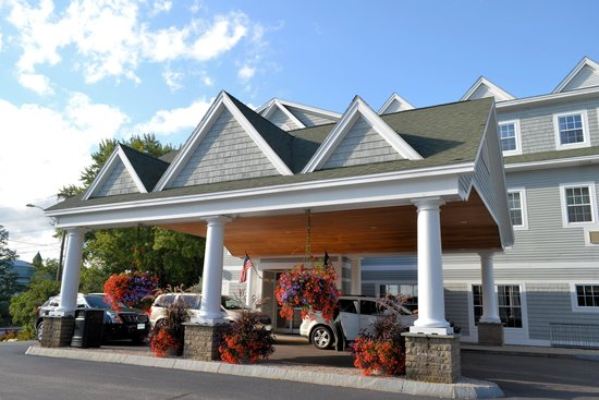 Comfort Inn & Suites North Conway: The front of the Hotel