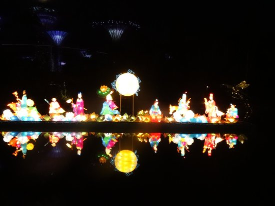 Gardens By The Bay: Chinese Lamp Festival In A Lake In Garden By The Bay