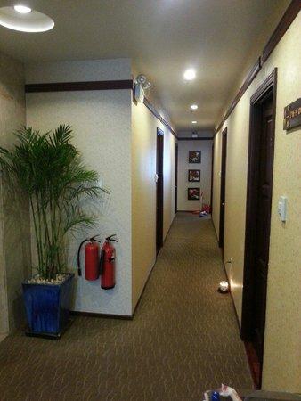 Asian Ruby Luxury Hotel: Corridor on 7th floor