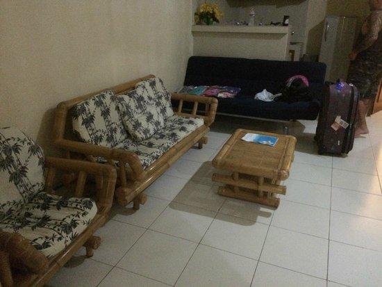 Secret Garden Inn: Lounge area - wall mounted tv