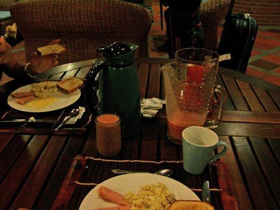 Costa Real Suites: Desayuno