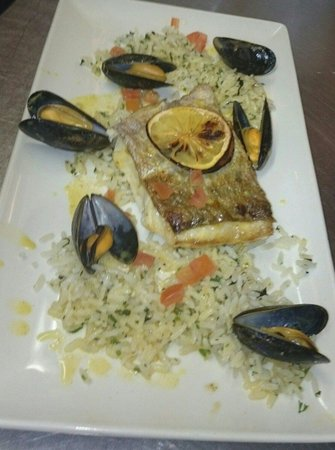 Jackie's Bar Resturant: Catch of the day.. Delicious!!