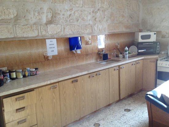 Bethlehem Youth Hostel : Kitchen