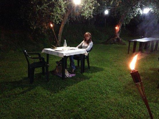 Locanda Podere il Riposo: La cena in giardino..
