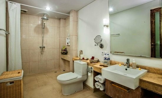 Ivory Resort Seminyak: bath room