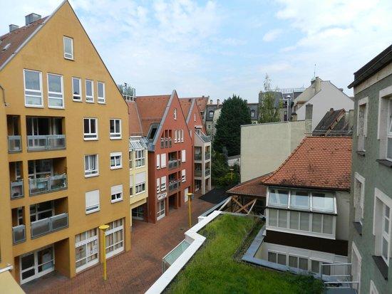 Ibis Bamberg Altstadt: вид из чётных номеров на Theatergassen
