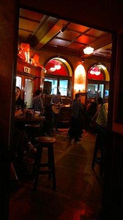 Molly Darcys Original Irish Pub : molly's pub